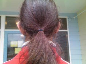 Hindari menggunakan ikat rambut